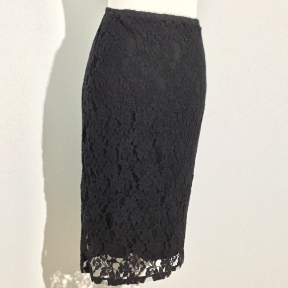 Xhilaration Dresses & Skirts - Lace stretch pencil skirt